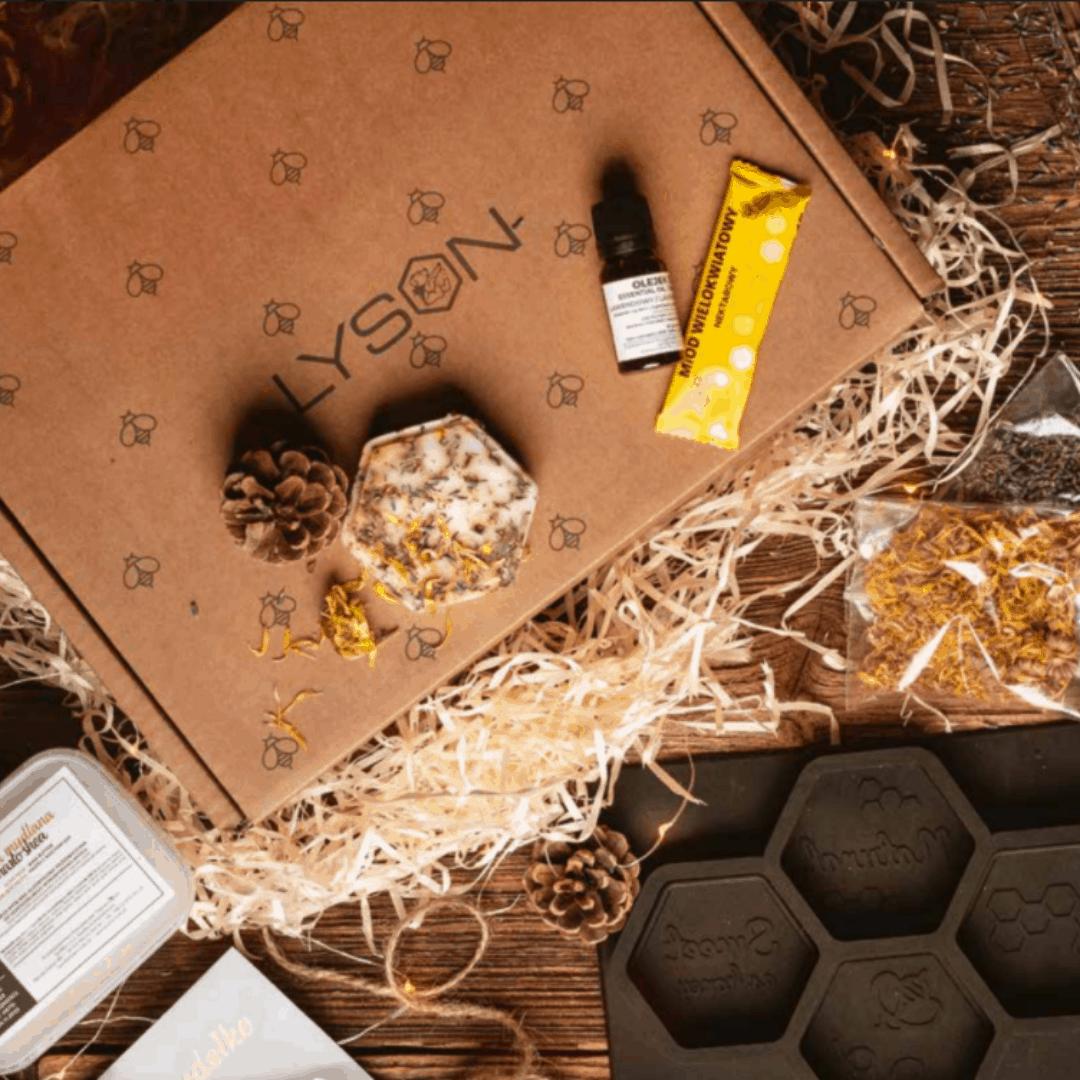 zestaw prezentowy z miodem, gift box, prezenty na święta, zestaw dla firm, gadżety reklamowe