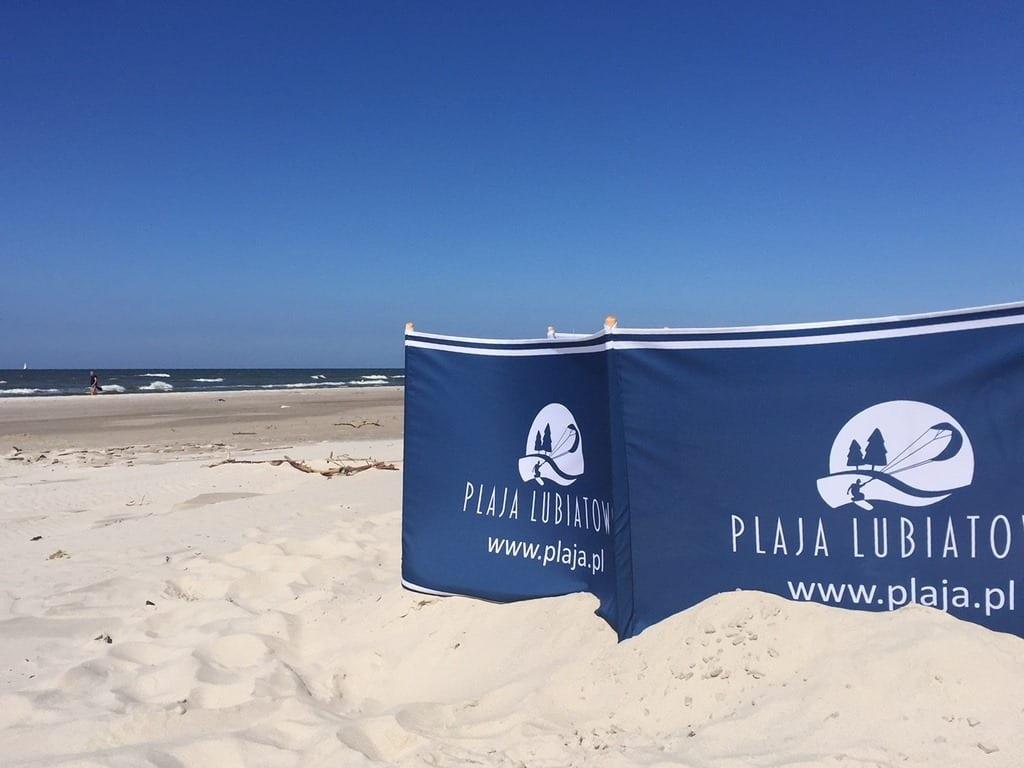 parawan plażowy z logo