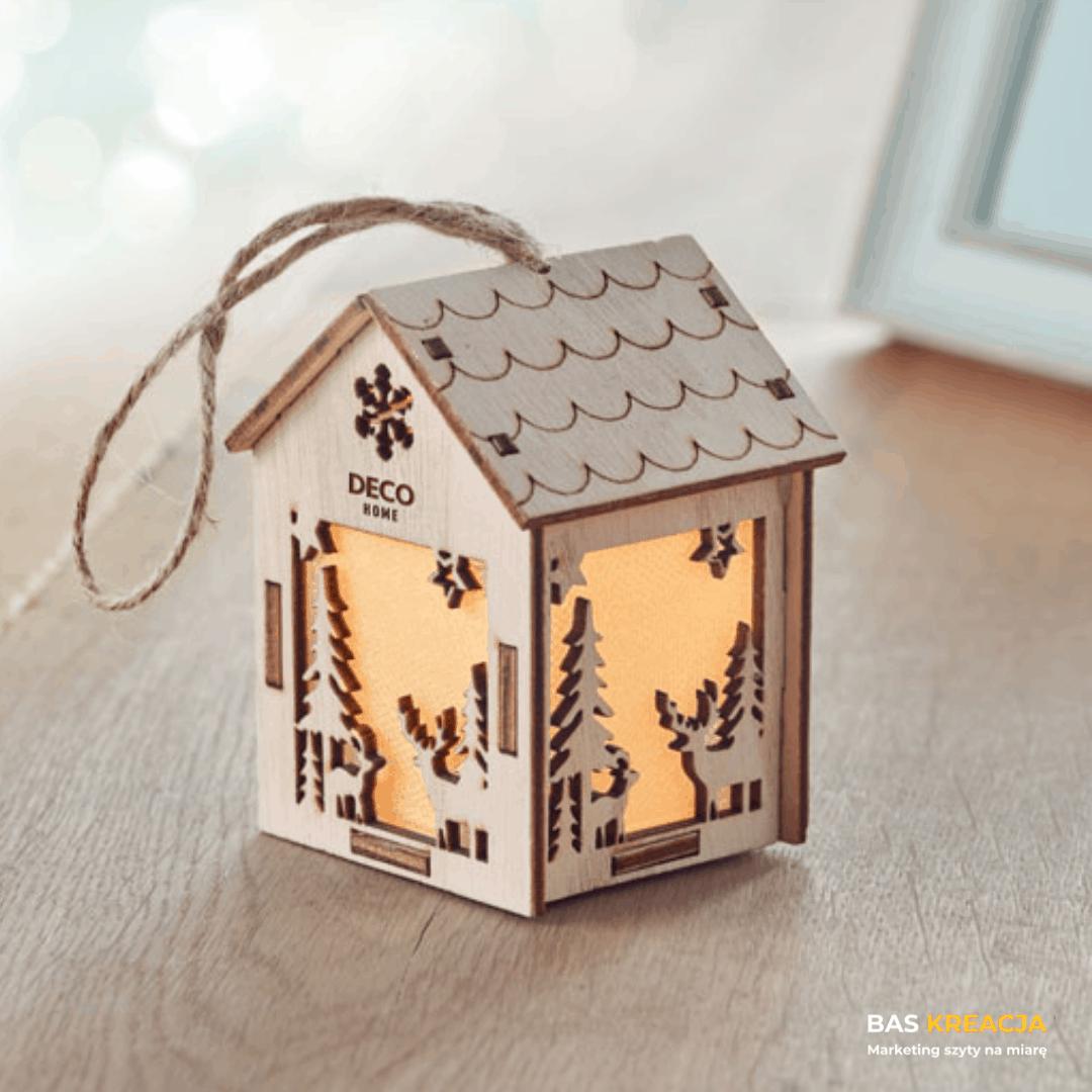 drewniany domek lampion